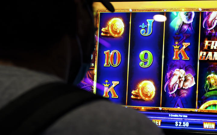 Wellington City Council votes for 'sinking lid' policy on pokie machines